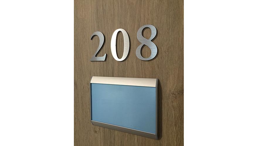Plaque et numéro de porte
